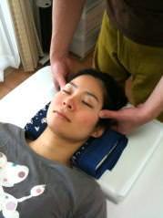 体→首→顔・頭のトリプル効果で小顔矯正